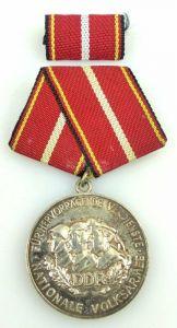 Verdienstmedaille der NVA in 900 Silber vgl Band I Nr. 146 d Punze 4, Orden1204