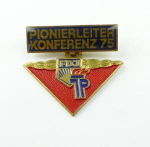 E10550 Original altes DDR Abzeichen Pionierleiter Konferenz 1975 FDJ JP