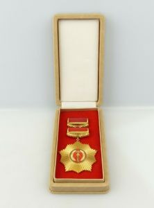 E10676 VVO Vaterländischer Verdienstorden in Gold mit Etui DDR Nummer 3 g