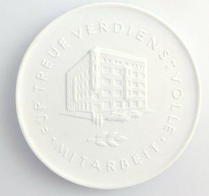 #e3680 DDR Meissen Medaille Glas Keramik Außenhandelsbetrieb der DDR Berlin