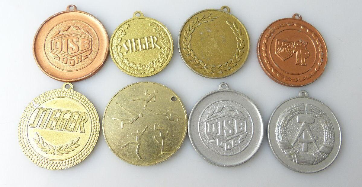 8 verschiedene Medaillen : DTSB, FDJ, Höher Schneller Weiter / r483