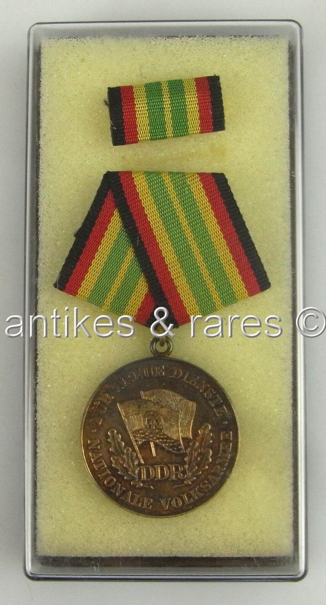Medaille treue Dienste in der NVA in Gold aus 900 (Ag) Silber Halbmond, Punze 11