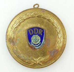 E9330 GST Sportschießen Sieger Medaille DDR goldfarben