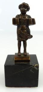 Original alte Bronze, Bayrisches Mädchen mit Bierkrügen siegniert JFFLAND, un065