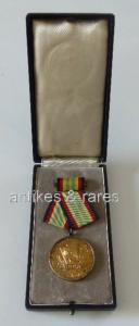 Medaille für treue Dienste in der NVA in Gold mit 900 Silberstempel (Orden758)