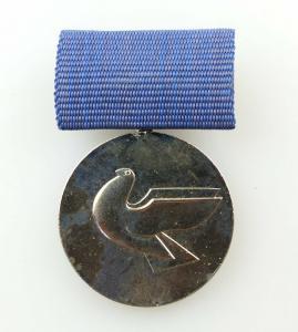 #e3805 Verdienstmedaille für die Stärkung der Friedensbewegung der DDR mit Taube