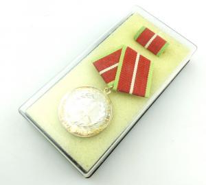 #e3796 Verdienstmedaille der Grenztruppen der DDR verl. ab 1987 Band I Nr. 281 b