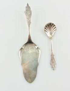 E10884 Tortenheber und Zuckerlöffel 90er Silberauflage sehr dekorativ