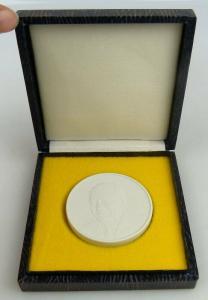 Meissen Medaille im Etui: W. Pieck, Ein unermüdl. Streiter für Frieden Orden1268