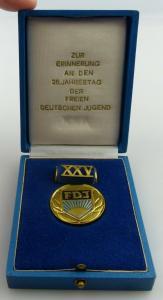 Medaille: Zur Erinnerung an den 25. Jahrestag der FDJ, Orden2557