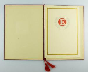 #e2979 Nachlass: Ehrenurkunde mit Ehrennadel BSG Einheit Rathenow Nr.313, 1956