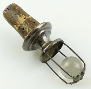 E11017 Original alter Zierkorken mit Ausguss und mundgeblasener Glaskugel