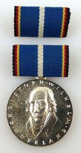 Hufeland Medaille in Silber, vgl. Band I Nr. 167 c 1973-84 verliehen, Orden2285
