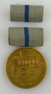 Medaille hervorragende Leistungen metallverarbeitende Industrie DDR, Orden1955
