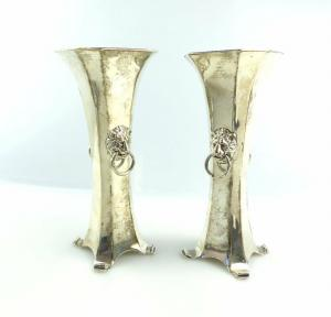 #e4909 2 englische Vasen aus 925er Silber mit Löwenköpfen