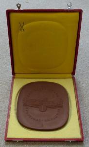Große braune Meissen Medaille Deutscher Demokratischer Republik Orden1366
