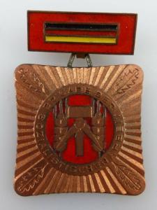 Abzeichen: Brigade der sozialistischen Arbeit vgl. Band I Nr. 74a, Orden3112