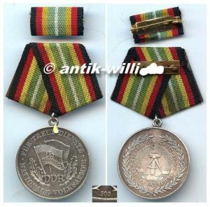 DDR Medaille für treue Dienste der NVA Silber 900 Punze or0251