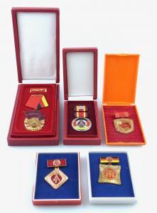 E11347 DDR Orden Konvolut Banner der Arbeit Verdienstmedaille alles OVP