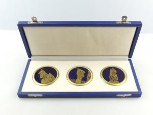 #e4401 3 tolle Medaillen im Etui: Weimarer Porzellan DDR Gedenkstätten im Etui