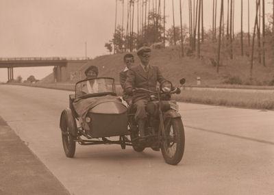 Foto-Negativ Harley-Davidson auf Autobahn 1930er Jahre