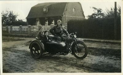 2 Fotos Motorrad unbekannt 1920er Jahre