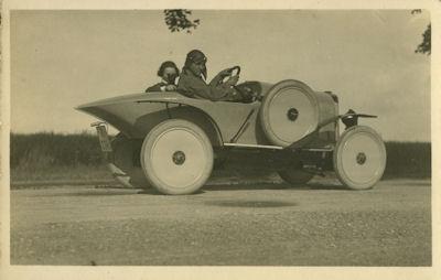 Foto unbekannter Rennwagen datiert 1924