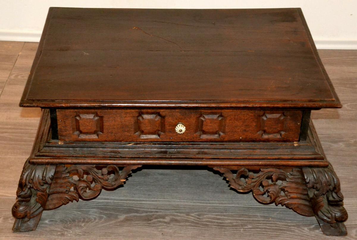 Möbel,kleiner Beistelltisch,deutsch, Eiche,um 1900,leichte Beschädigungen 0