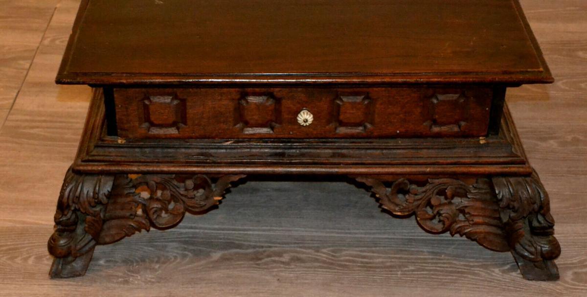 Möbel,kleiner Beistelltisch,deutsch, Eiche,um 1900,leichte Beschädigungen 1