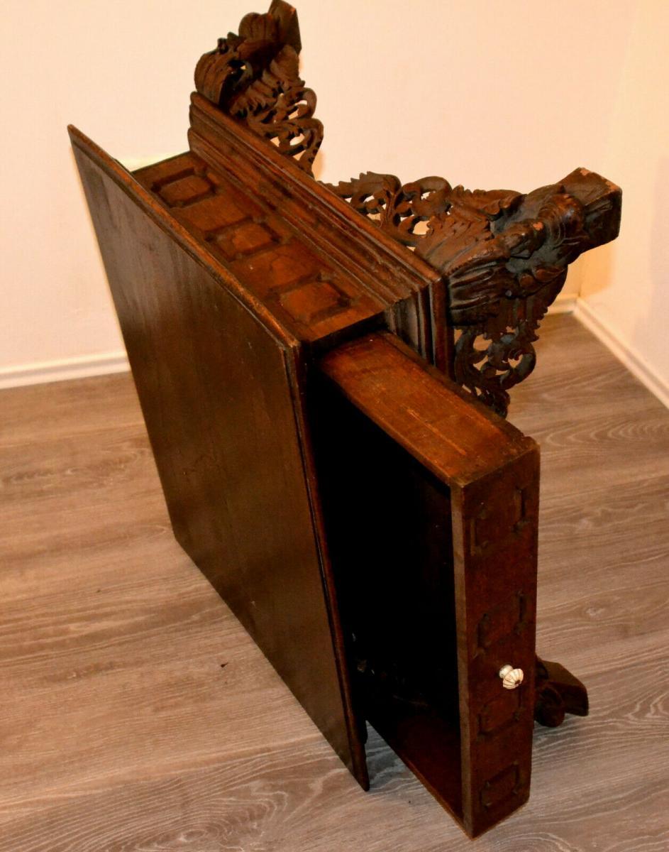 Möbel,kleiner Beistelltisch,deutsch, Eiche,um 1900,leichte Beschädigungen 2
