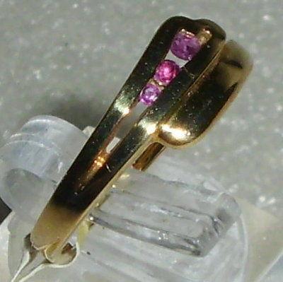 Ring Gr. 56 aus 333 Gold mit Rubine neuwertig aus Geschäftsauflösung