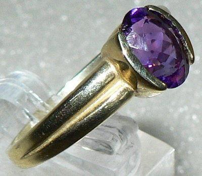 Ring aus 333er Gold/Gelbgold 3,8 Gramm, mit Amethyst, Gr. 62, (da2768)