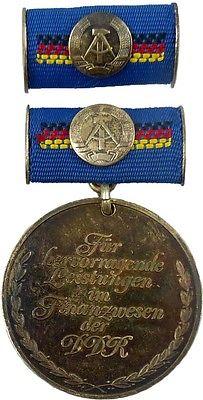 Medaille für hervorragende Leistungen im Finanzwesen DDR Silber 1979-82 (AH292a)