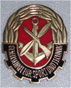 DDR Medaille Gesellschaft für Sport und Technik GST 8,3 x 6,5 cm groß  (da3165)