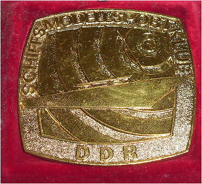DDR Medaille GST Schiffs Modell Klub DDR in OVP (da3300)