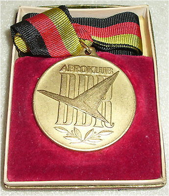 DDR Medaille Internationaler Wettkampf AEROKLUB DDR  in OVP (da3305)