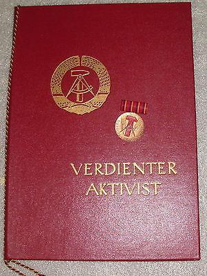 Verdienter Aktivist mit Urkunde in original Mappe (da3807)