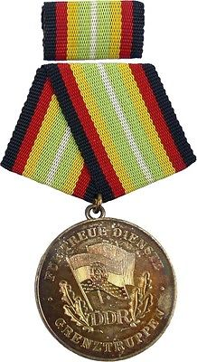Medaille für treue Dienste in den Grenztruppen der DDR Silber 1984-1986 (AH285b)
