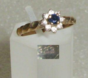 Ring aus 333er Gold mit Saphir und Zirkonia (da4177)