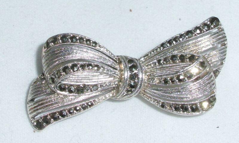 Brosche aus 935er Silber Schleife mit Markasiten  (da4362)