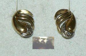 Ohrringe/Stecker aus 333er Gold mit winzigem Diamant   (da4399)