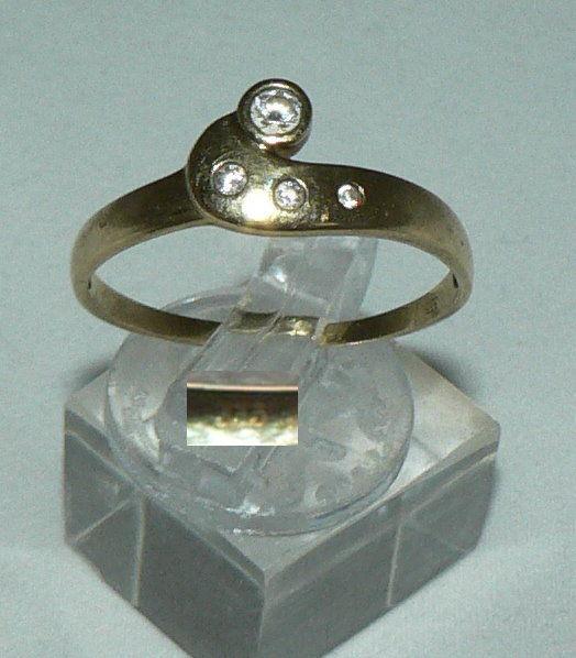 Ring aus 333er Gold mit weißen Steinen, Gr. 64/Ø 20,4 mm  (da4387)
