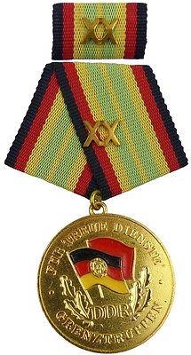 für 20 Jahre treue Dienste in den Grenztruppen der DDR Gold 1987-1990 (AH283c)