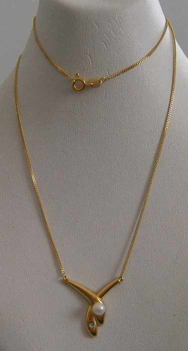 Collier aus 333 Gold mit Anhänger Perle und Zirkonia