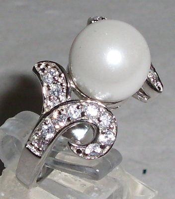 Ring Gr. 57 aus 925 Silber mit Perle und sehr schönen weißen Steinen