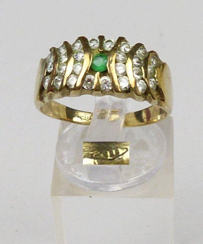 Ring aus 333er Gold mit Smaragd u. weißen Steinen, Gr. 59,4/Ø 18,8 mm  (da5023)