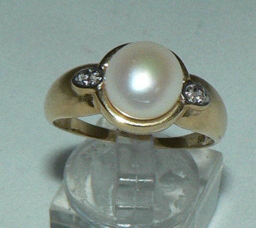 Ring aus 585er Gold mit Perle und zwei Brillanten, Gr. 63/Ø 20,1 mm  (da4383)