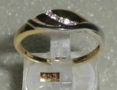 Ring aus 333er Gold mit weißen Steinen, Gr. 60, Ø 19,1 mm neuwertig (da3404)