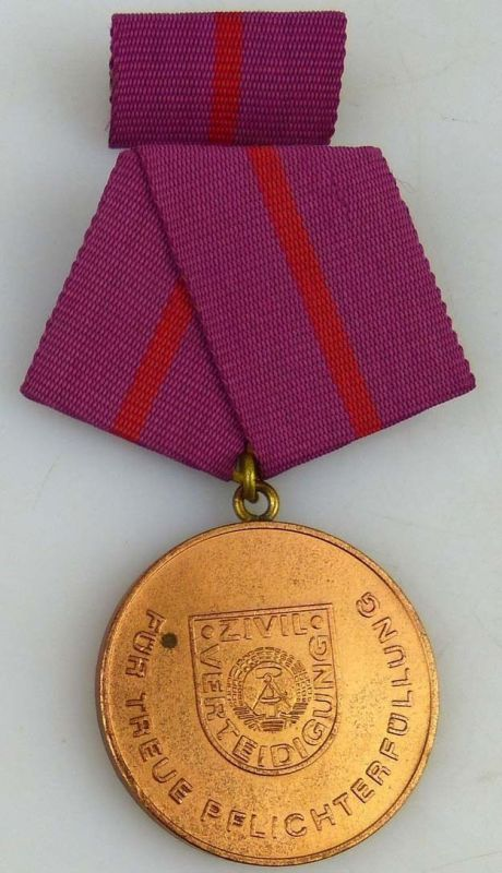 treue Pflichterfüllung in der Zivilverteidigung der DDR Bronze 1977-87 (AH279a) 0