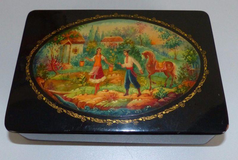 Russische original Holzlack-Dose mit Paar und Pferd   (da4856)